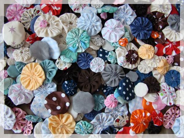 tuto faire des fleurs yoyo atelier de douceurs. Black Bedroom Furniture Sets. Home Design Ideas