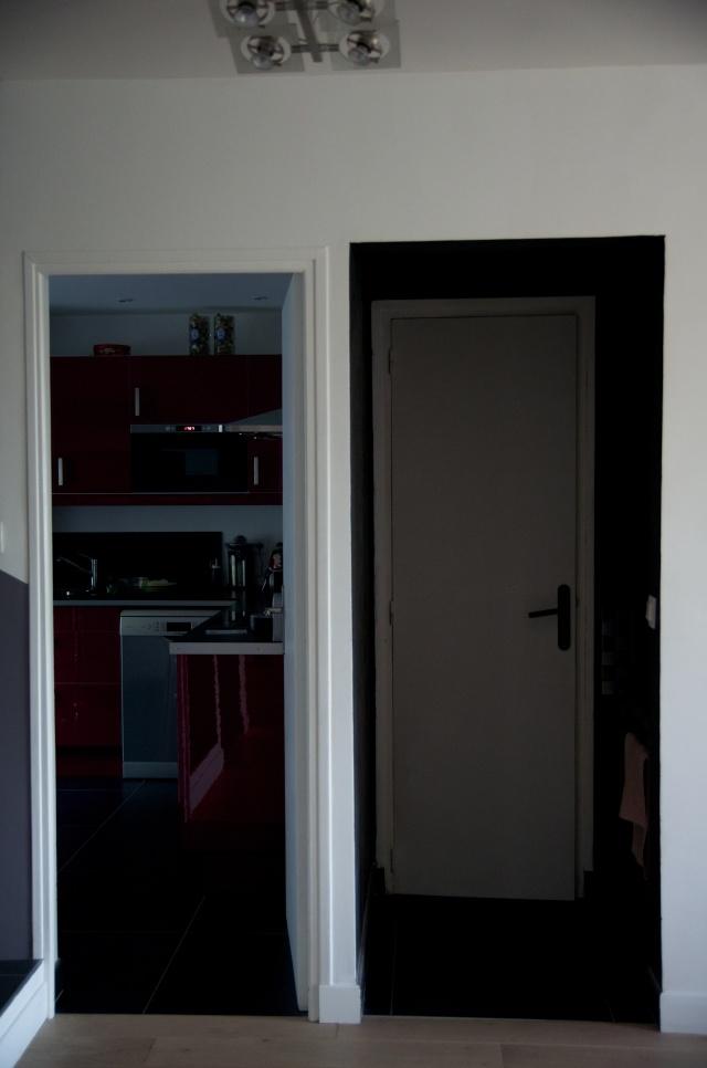 habiller un grand mur blanc. Black Bedroom Furniture Sets. Home Design Ideas