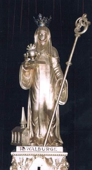 Veurne, statue de sainte Walburge, moniale benedictine orthodoxe