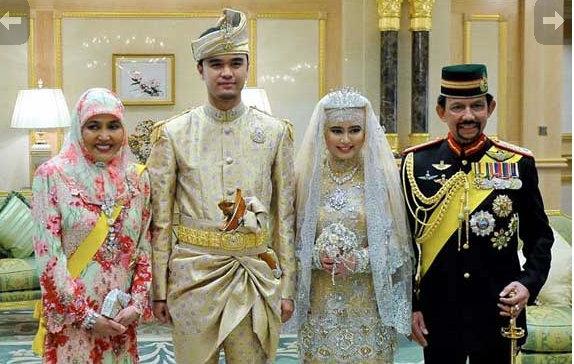 sultan brunei sultan hassanal bolkiah kanan dan raja isteri pengiran