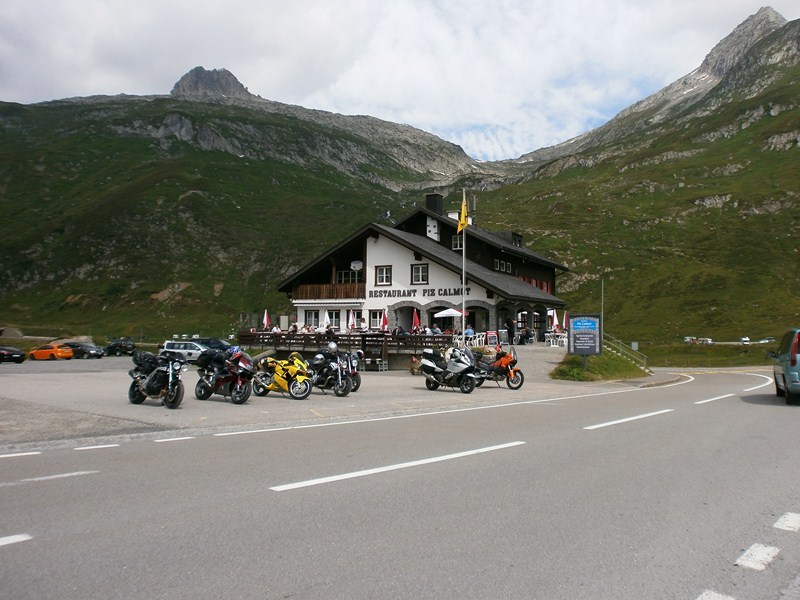 Trans alpes quatri me jour st moritz interlaken suisse for Hotel col de fenetre